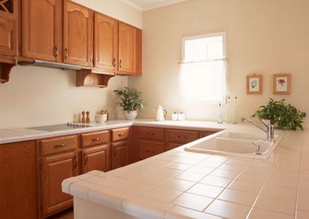 гранитные столешницы кухни можно приобрести без проблем
