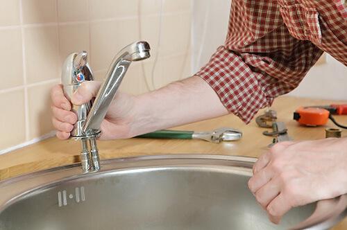 Как установить смеситель на кухне?