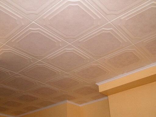 потолок для кухни из пластиковых плит