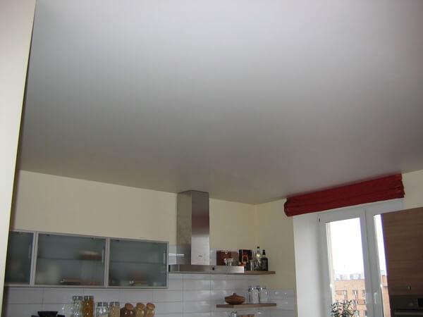 штукатуренный потолок