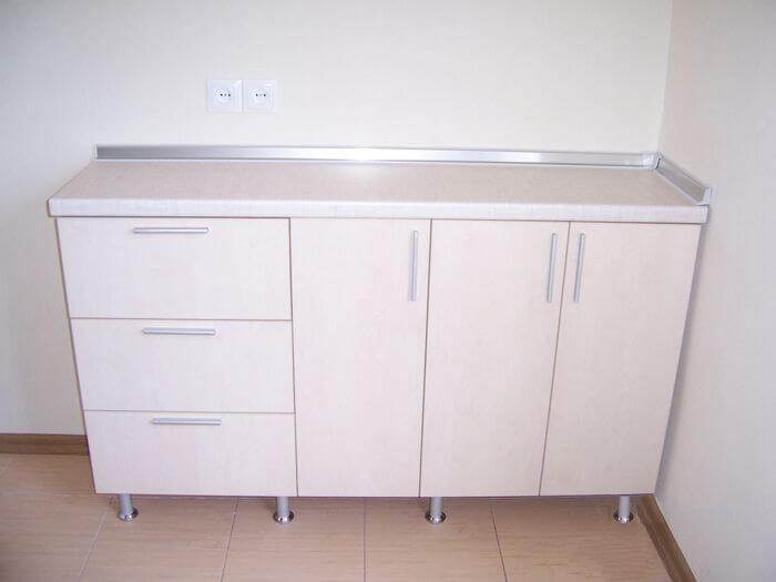 Какие кухонные тумбы напольные со столешницей лучше будут смотреться на кухни?