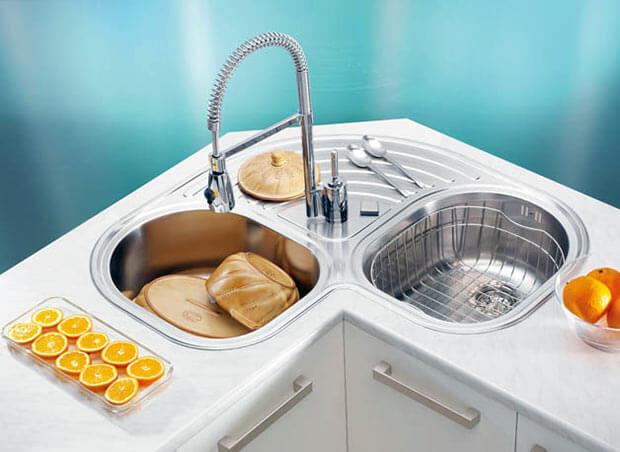 угловая металлическая мойка для кухни