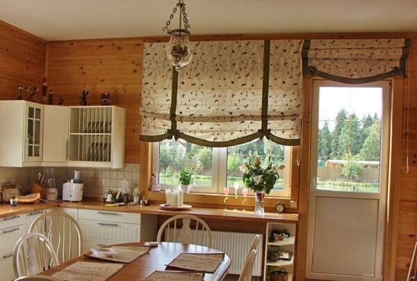 Оформление кухонного окна шторами фото