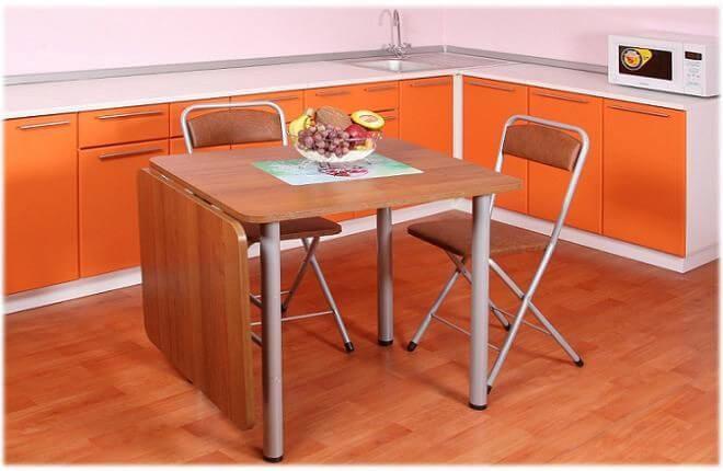 Маленький стол для кухни
