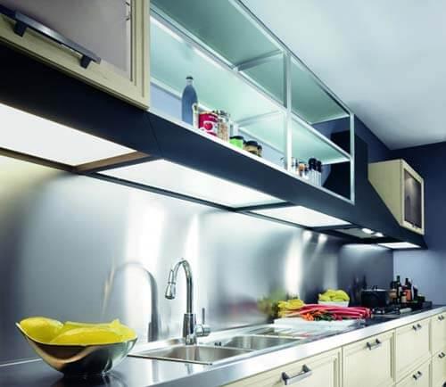 открытые навесные шкафы для кухни