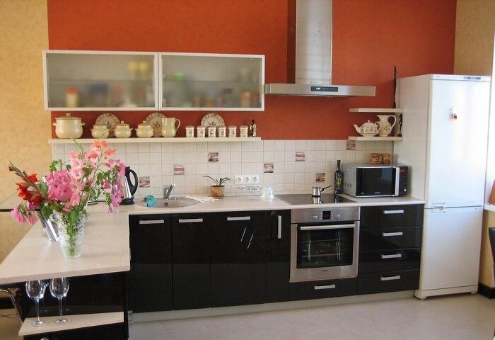 прозрачные навесные шкафы для кухни