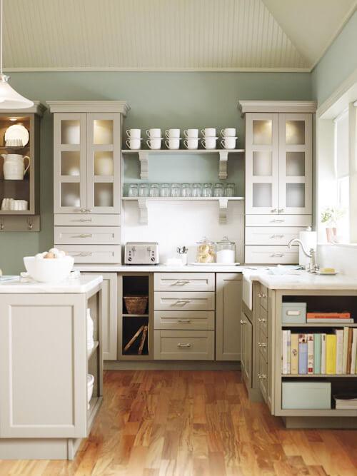 вместительные навесные шкафы для кухни