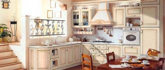 Стол на кухне в средиземноморском стиле