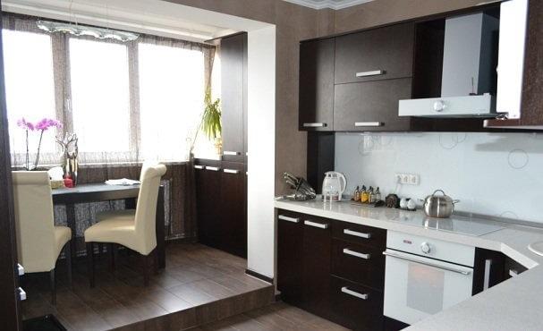 кухня с балконом дизайн фото