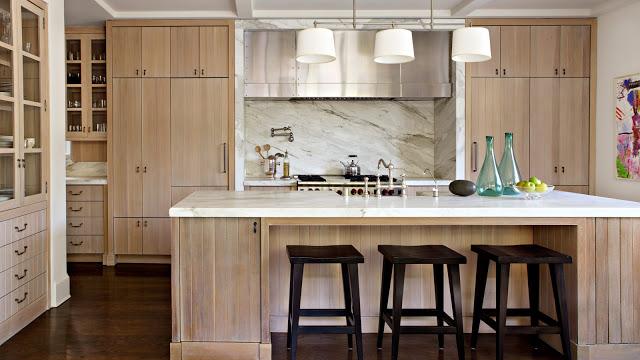 деревянные фасады в интерьере кухни