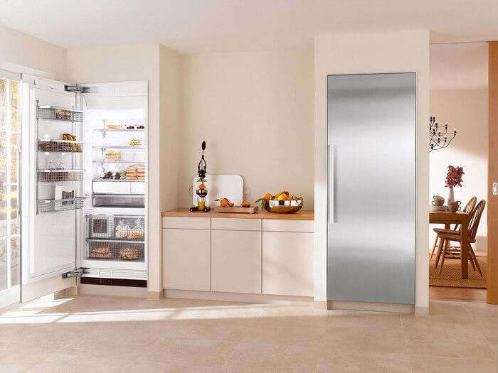 фото однокамерного холодильника на кухне