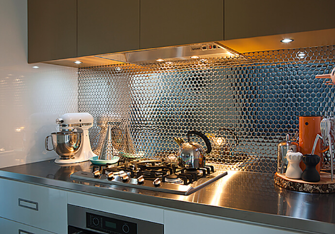 металлический фартук кухня