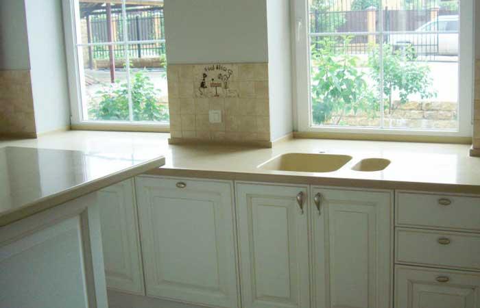 подоконник с рабочей поверхностью на кухне фото