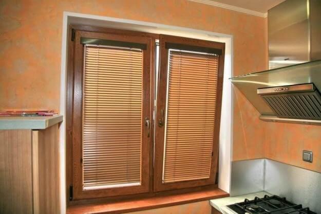 Жалюзи горизонтальные на кухню: фото помогут определиться