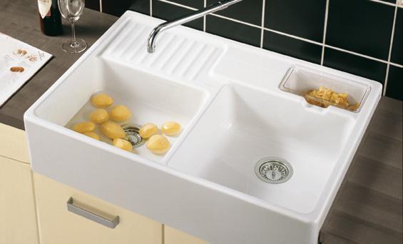 Раковина керамическая для кухни выглядит очень солидно
