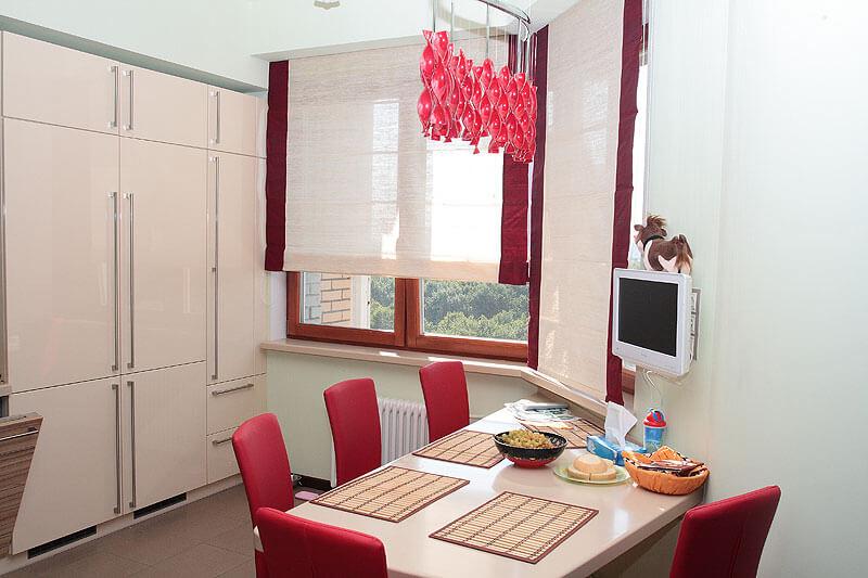 дизайн римских штор на кухню