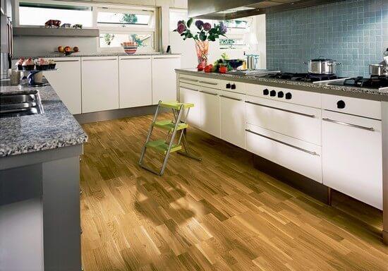 Как выбрать ламинат для кухни устойчивый к царапинам?