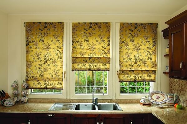 римские шторы в кухню