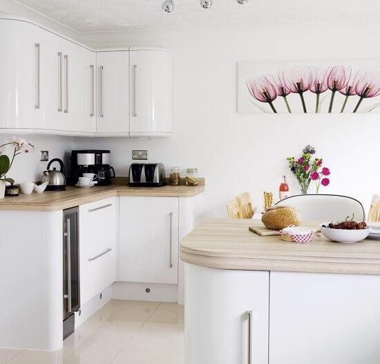 уютная белая кухня