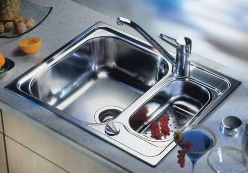 классическая металлическая мойка для кухни