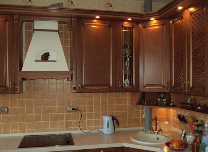монтаж вытяжки на кухне