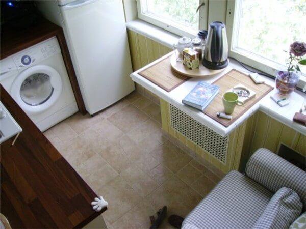 подоконный столик решение для кухни 6 кв.м.
