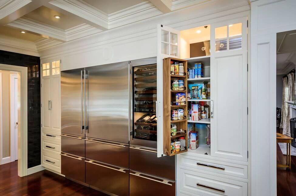 шкаф пенал в кухне