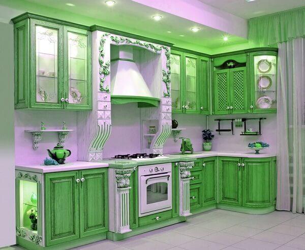стильная зеленая кухня