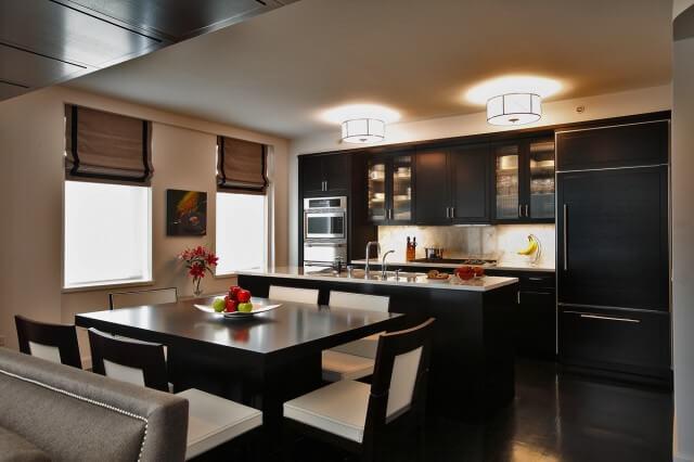 темное цветовое решение кухни