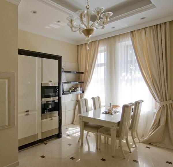 Легкие кухонные занавески с подхватами
