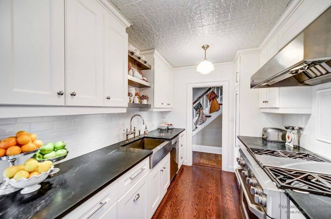 потолочная плитка в дизайне кухни