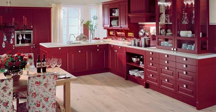 сочетание бордового цвета в интерьере.