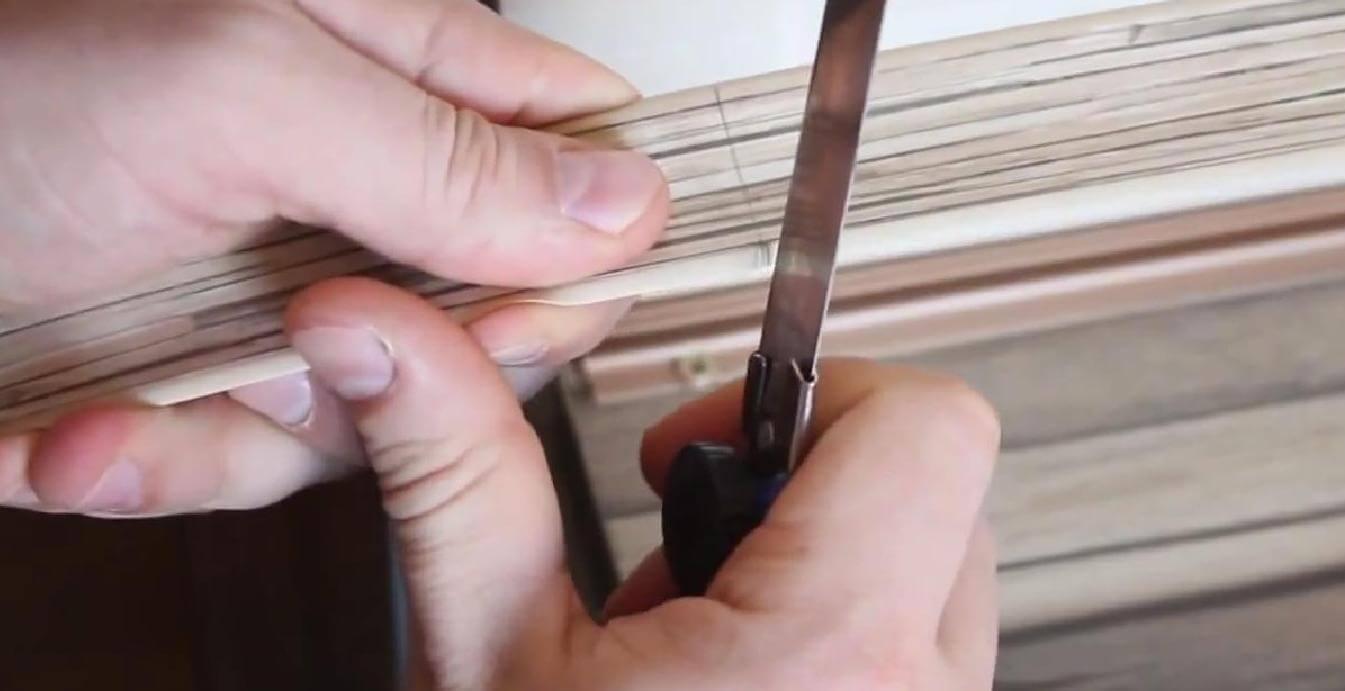 Плинтус отрезается строительным ножом