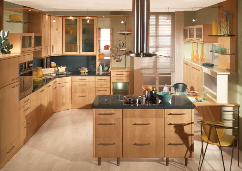 кухонный интерьер с гарнитуром