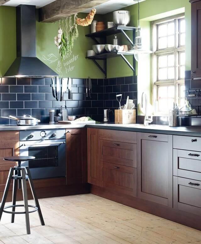 Кухня в темных тонах