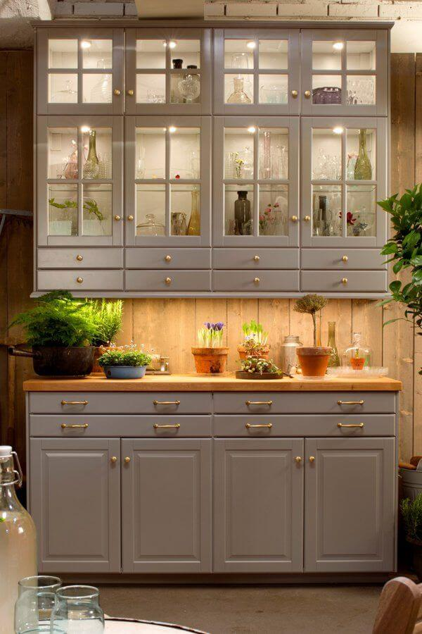 Стильный шкаф с подсветкой