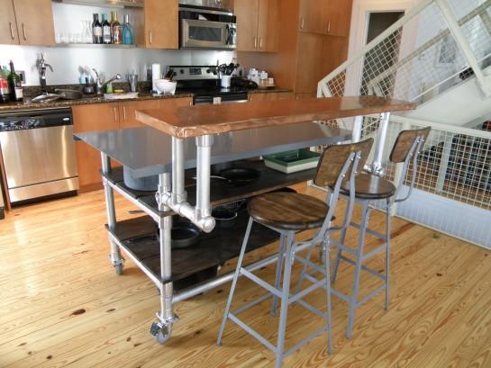 стол с регулируемыми ножками для кухни