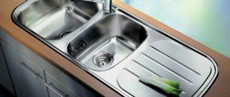 металлическая раковина на кухне фото